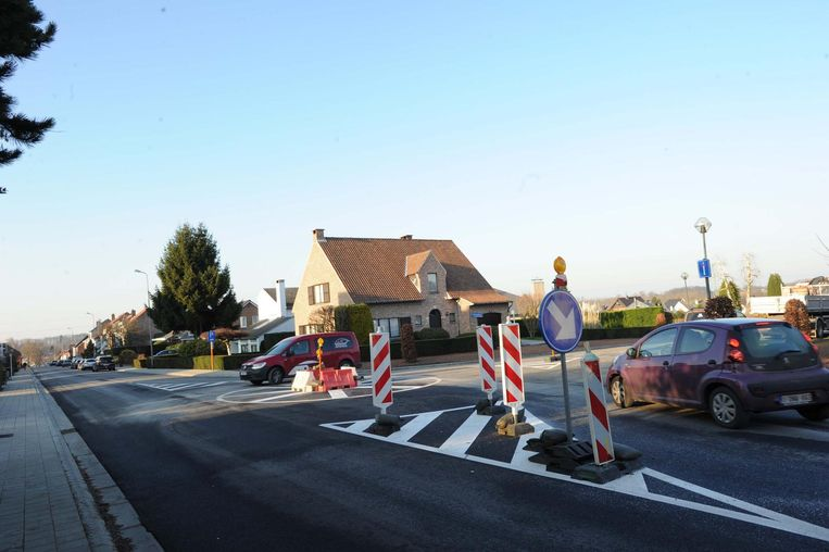 Met de proefopstelling wil de gemeente het verkeer afremmen.