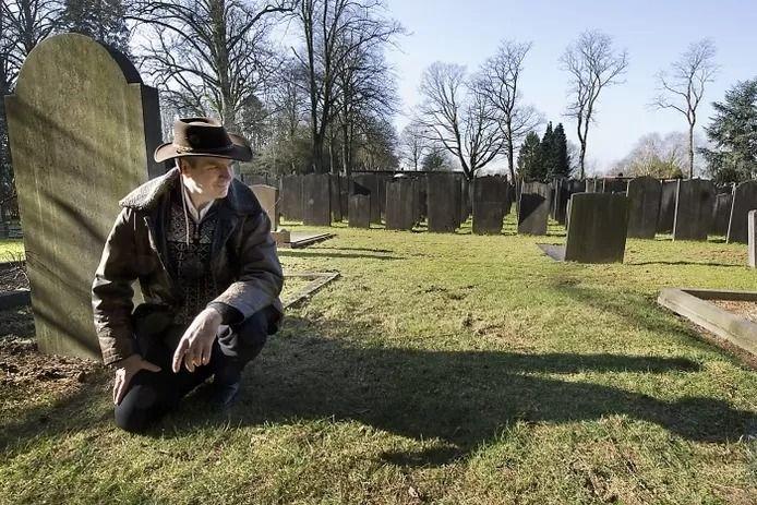 Wageninger Jaap Meijer wilde de zussen, die in de oorlog in de Rijn bij Doorwerth verdronken, eerder met een grafsteen uit de anonimiteit halen.