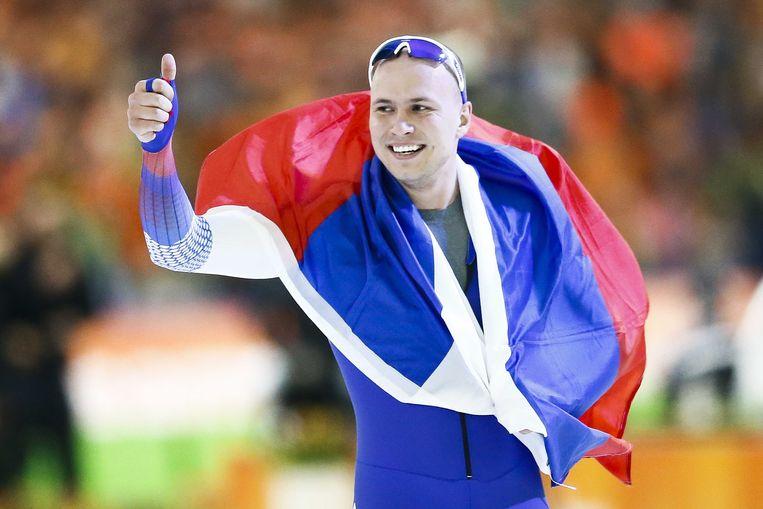 Pavel Koelizjnikov na zijn wereldtitel sprint van vorig jaar in Heerenveen. Beeld ANP
