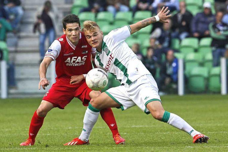 AZ speler Celso Ortiz (L) in duel met FC Groningen speler Timo Letschert. Beeld anp