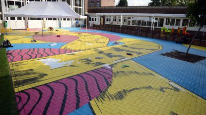 """Amerikaanse kunstenaar NDA fleurt speelplaats van De Grasmus op. """"En er is nog veel meer op komst"""", zegt directeur Katleen Renders"""