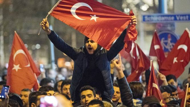 """""""Rel met Turkije komt Rutte goed uit"""""""