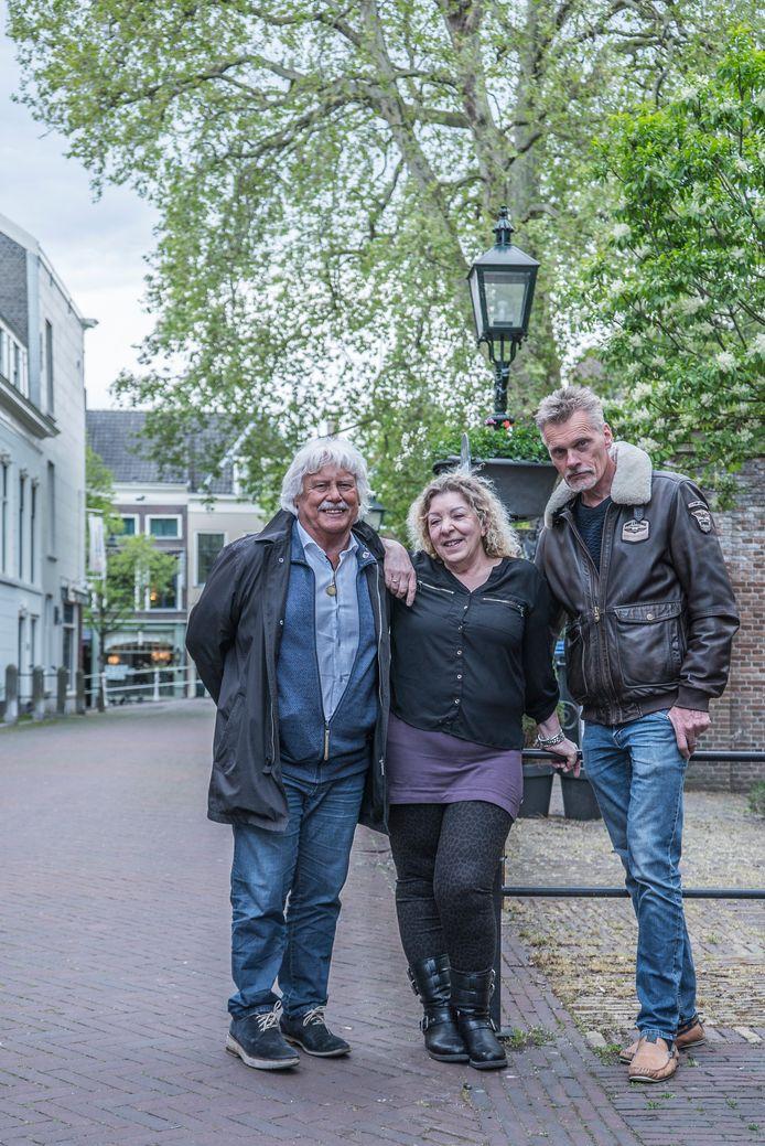 Groep Stoelinga (vlnr Martin Stoelinga, Sylvia Grobben en Jan Peter de Wit) hervat op initiatief van Stadsbelangen Delft toch de fusiebesprekingen.