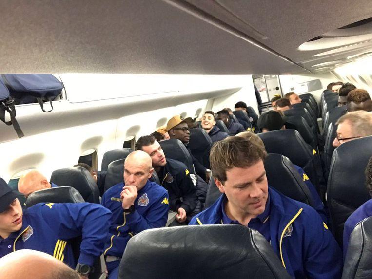 De spelers van Waasland-Beveren namen rond de klok van zeven het vliegtuig naar Spanje.