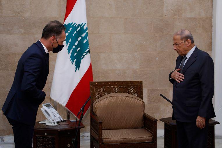 De Duitse minister van buitenlandse zaken Heiko Maas (links) en de Libanese president Michel Aoun in Beiroet. Beeld EPA