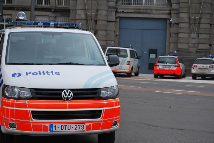 De politie aan de gevangenis van Mechelen