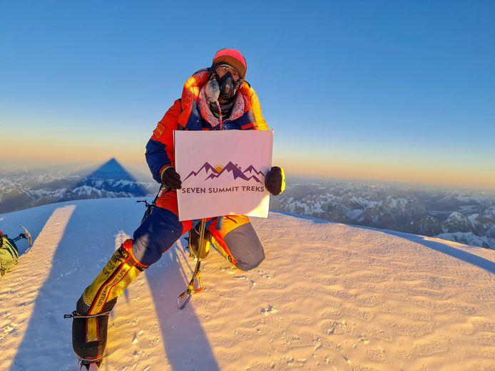 Een van de sherpa's op de top
