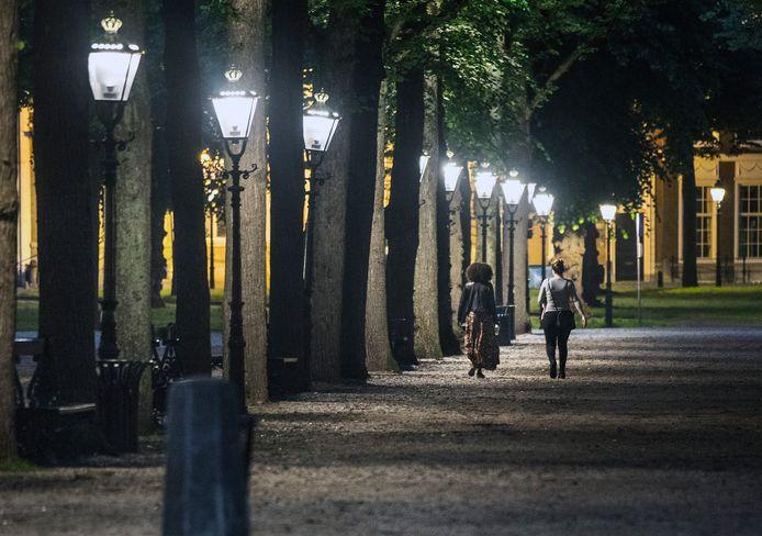 Ook op het historische Lange Voorhout zijn ledlampen geplaatst.