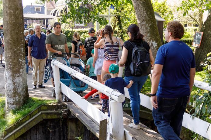 Amsterdam en Steenwijkerland kennen hetzelfde probleem: de grote hoeveelheid toeristen.