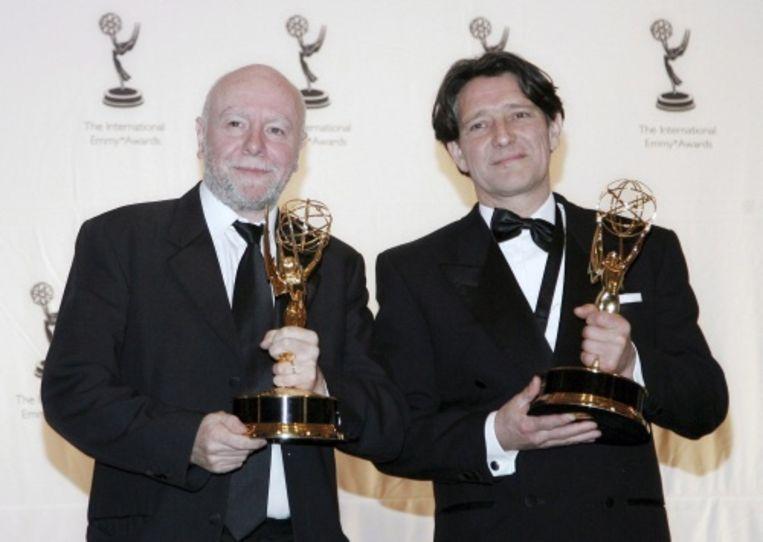 null Beeld Pierre Bokma (rechts) met zijn Emmy in 2007. EPA