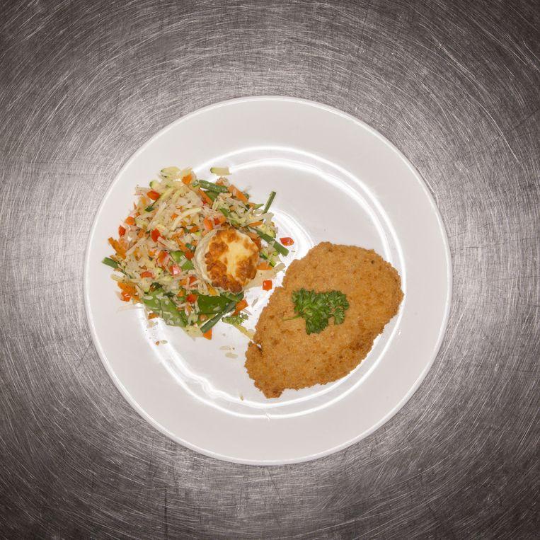 Er werden in 3 restaurants onderzoek gedaan naar de porties groente en vlees, waaronder bij VD Valk in Vught. Beeld Mike Roelofs