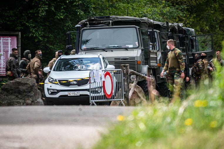 De zoektocht naar Jürgen Conings. 'Tot op 50 meter van zijn lichaam zijn ze geweest met hun wagens, hun wapens en hun honden. En ze hebben niets gevonden. Ik kan het niet geloven.' Beeld Rob Engelaar
