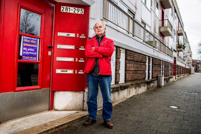 Woonstad denkt na over de sloop van 114 huizen aan en bij de Gerdesiaweg in Rotterdam-Kralingen. De portiekflats zijn op, aldus de eigenaar. Niet waar, zegt bewoner Adrie Braber (80). Het is achterstallig onderhoud.