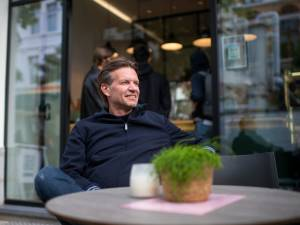 """Miguel Dheedene (47) over horeca en fashion in Antwerpen: """"Mijn hart bloedt wanneer ik de leegstand in de Schuttershofstraat zie"""""""