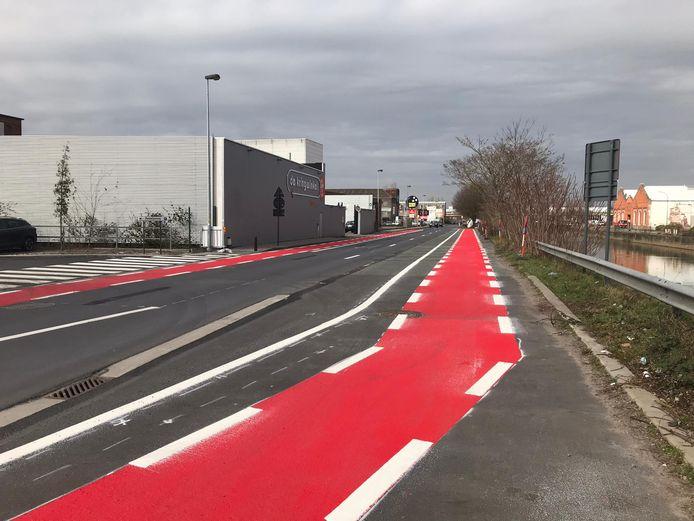 Het fietspad in Aalst, in één stuk, zonder obstakels.