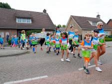 De eerste kilometers van de Deurnese Avondvierdaagse zitten d'r op