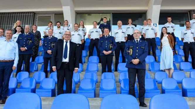 Zeventien nieuwe medewerkers leggen eed af bij politie