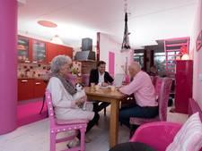 Roze huis van Olstenaren is kijkcijferhit op makelaarssite Funda