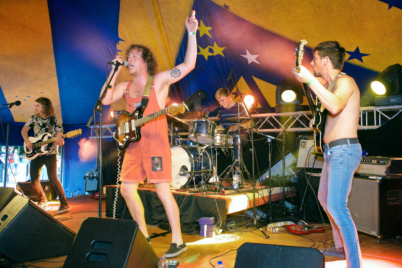 Iguana Death Cult in 2017 op het podium van Spijkerrok in Arnhem. De band speelt op zaterdag 5 oktober in Willemstad.