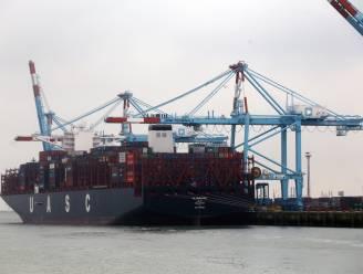 Bomvol containerschip moet in Groot-Brittannië terugkeren naar Zeebrugge... door aanwezigheid twee transmigranten