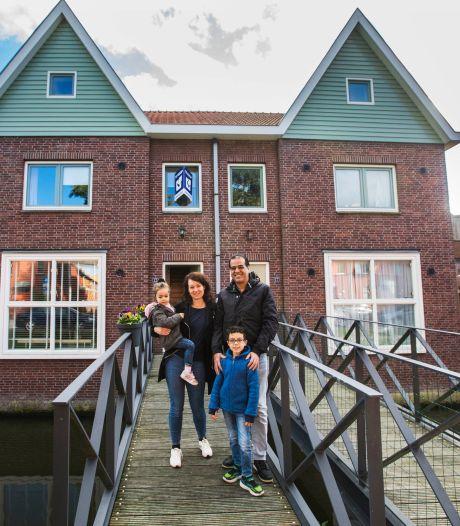 Woutine en Aklesh verkopen riant familiehuis met eigen loopbrug: 'Het is top, alleen te ver weg van familie'