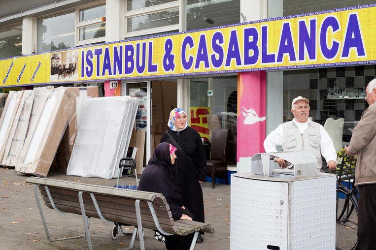 Matrassenwinkel Istanbul & Casablanca, aan het begin van de Burgemeester De Vlugtlaan Beeld Sanne Zurné