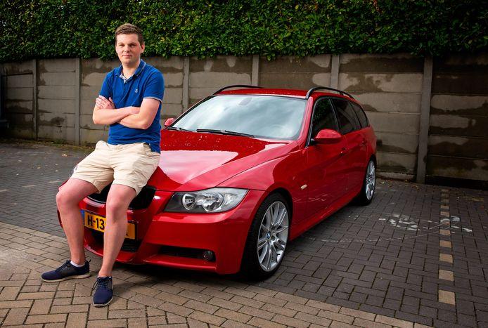 Gijs Abbring met zijn aanwinst: een felrode BMW 3-Serie Touring.