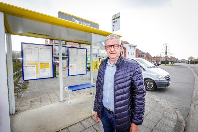 Bewoner Martin Snauwaert is niet akkoord met De Lijn die de hele Pierlapont wijk zonder busverbinding zet.