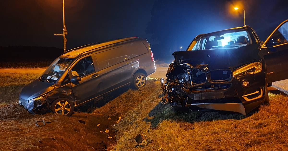 Twee zwaargewonden door botsing tussen autos in Rhenen.