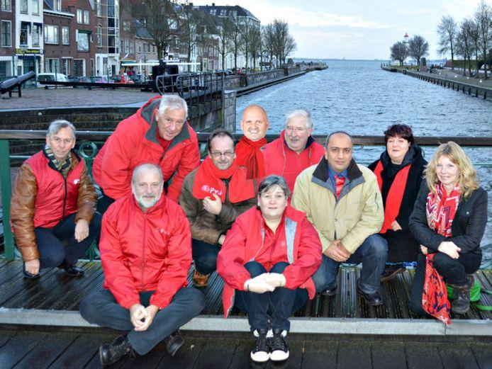 PvdA-afdeling Hellevoetsluis. Let op de derde man van linksboven; hij is er later 'bijgeplakt'.