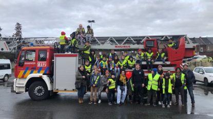 Buitengewone basisschool De Mozaïek bezoekt brandweerkazerne