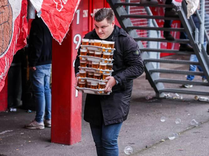 Enterse Christiaan gaat viraal met flinke lading bier in Grolsch Veste: 'Maar het was geen record'