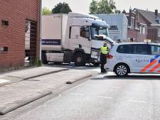 Fietser belandt onder vrachtauto op Broekhovenseweg in Tilburg: ernstig gewond naar ziekenhuis