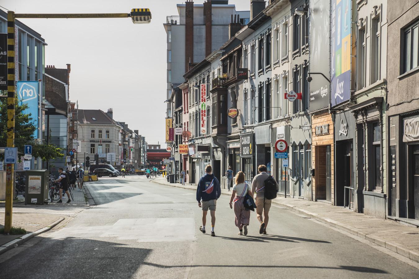 De Overpoortstraat vandaag. Wordt het maandag één groot terras, of niet?