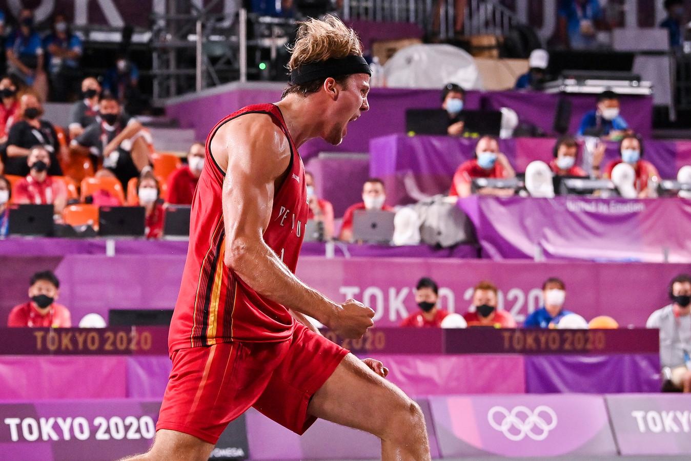 Thibaut Vervoort schreeuwt het uit: de 3x3-basketploeg stunt door Nederland na verlengingen te verslaan.