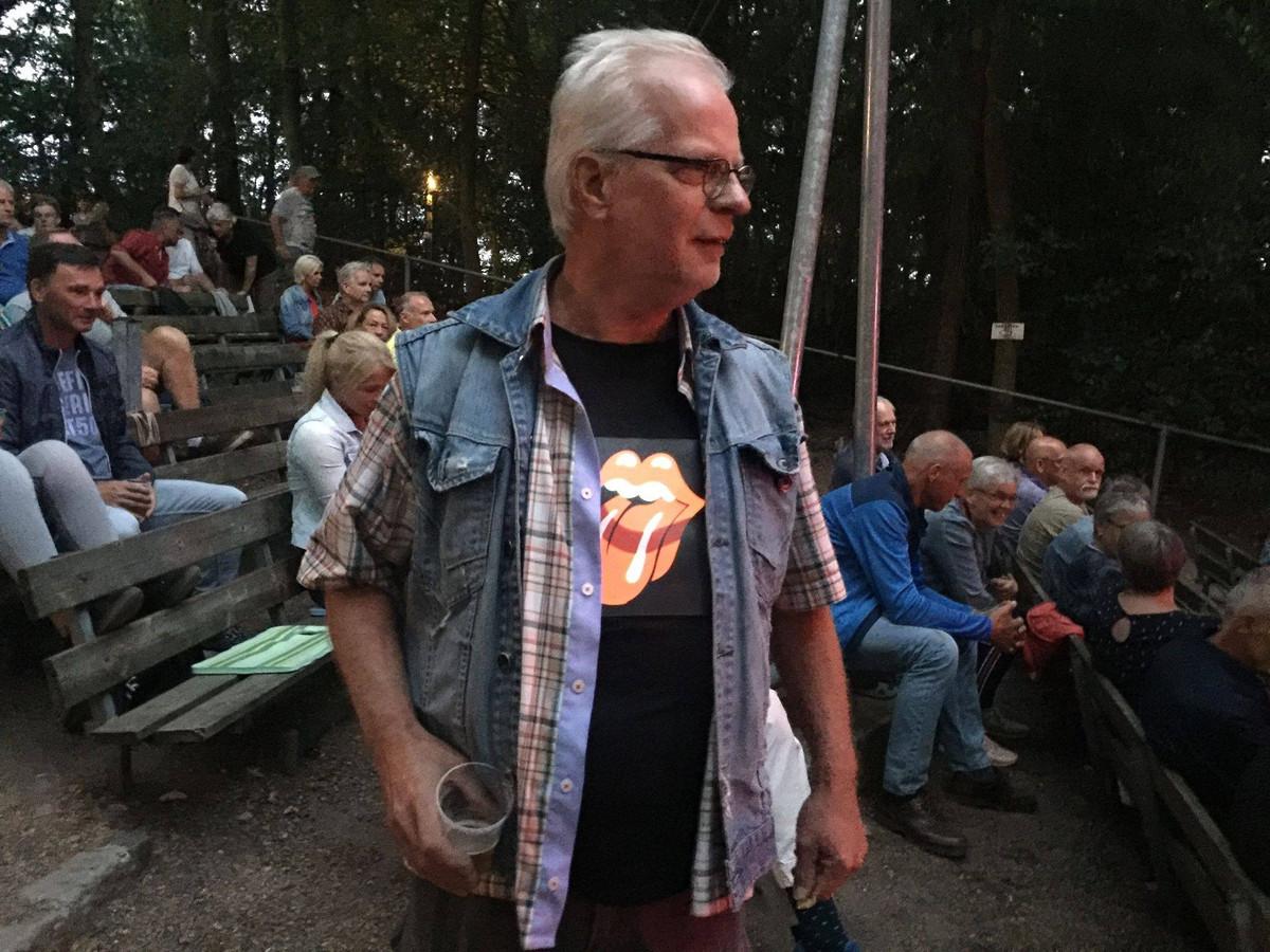 Harry Scholten (70) in het Openluchttheater Nijverdal, waar hij vorig jaar z'n 70e verjaardag had willen vieren met een grote muzikale happening.