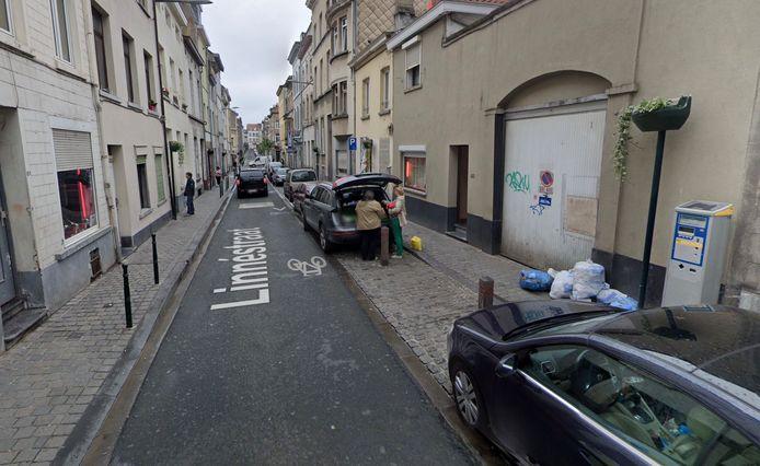 De Linnéstraat in Sint-Joost-ten-Node. Nummers 60 en 62 zijn intussen in handen van de gemeente.