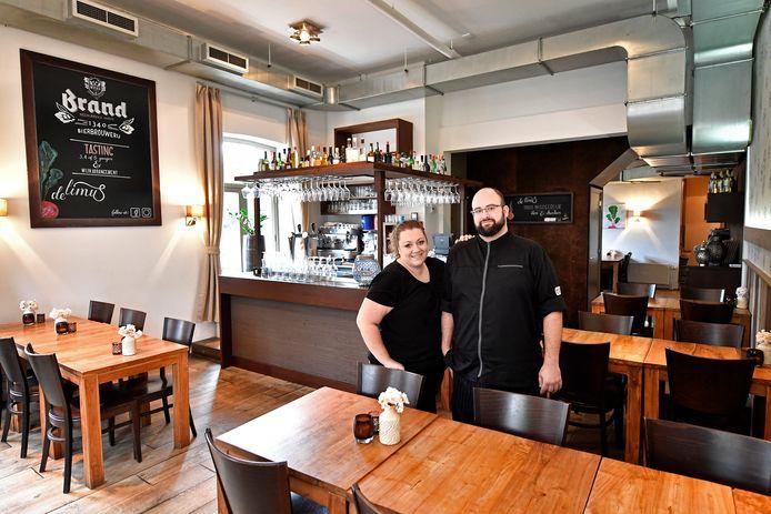 Manuel Jansen en zijn partner Marieke Hol in hun restaurant De Limus.