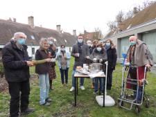 """Bewoners van Brugse godshuizen krijgen gratis kom soep: """"Zo kunnen we kleine problemen oplossen of eenzaamheid ontdekken"""""""