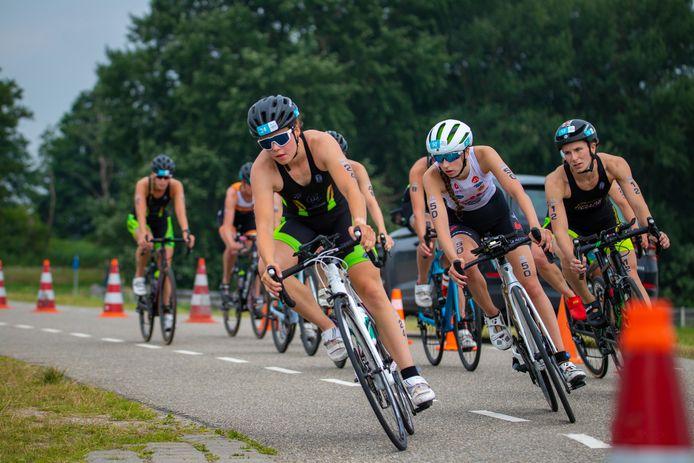 NK triatlon bracht een verrassing: de Oud Gastelse Roos Englebert werd bij haar debuut elfde.
