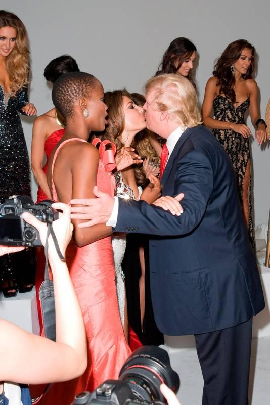 Trump in actie tijdens de verkiezing van Miss Universe in 2013.