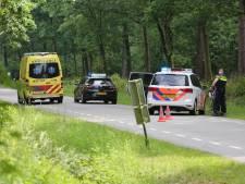 Wielrenner gewond na botsing met lesauto in Bergen op Zoom
