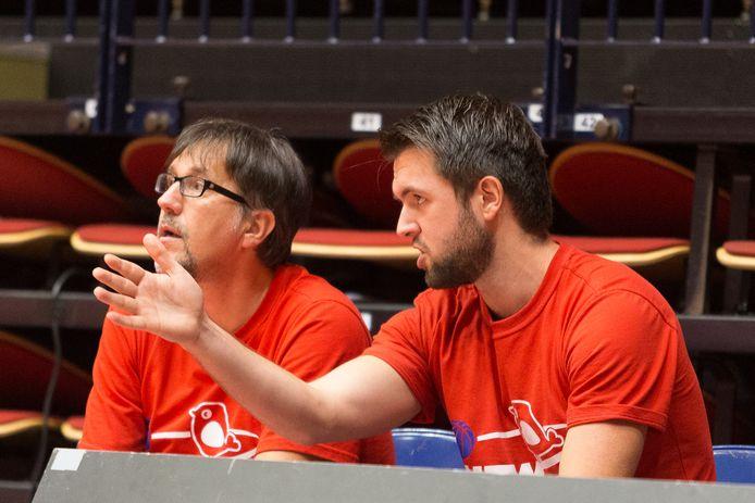 Jeroen van Vugt (rechts) in zijn eerste seizoen als assistent-coach in Den Bosch met de toenmalige hoofdtrainer Silvano Poropat.