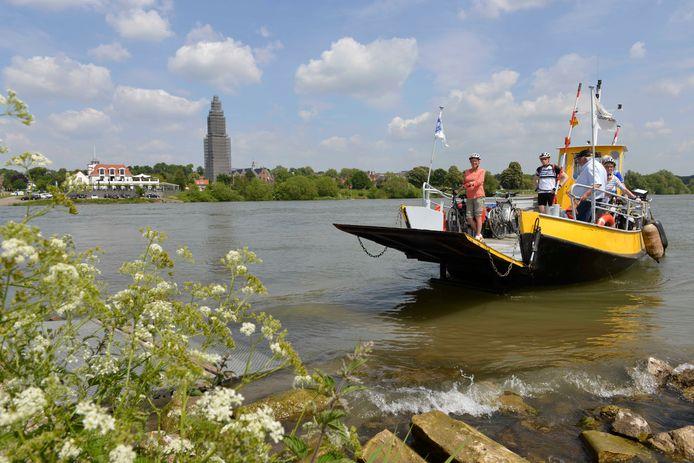 Het pontje RheLie tussen Lienden en Rhenen vaart nog niet