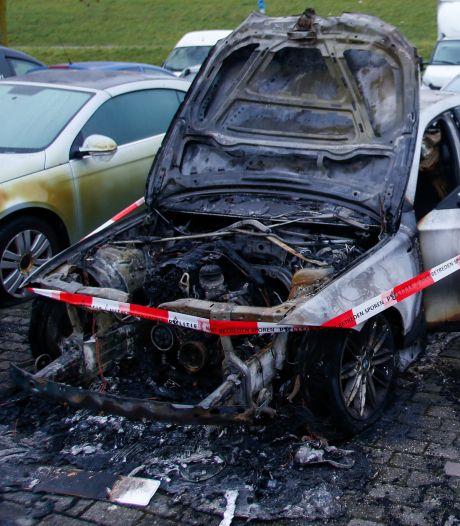 Brand verwoest geparkeerde auto in Zwijndrecht
