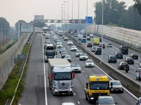 Automobilisten mopperen over drukte op wegen rond Rotterdam, maar we zijn gewoon weinig meer gewend