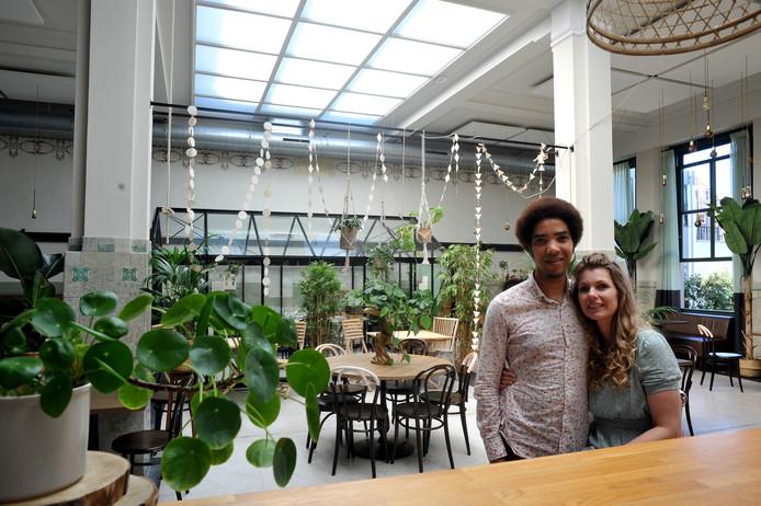Bluebirds in the Backyard is de nieuwe bewoner van het bijzonder rijksmonument Huis Roodenburch aan de Wijnstraat in Dordrecht.