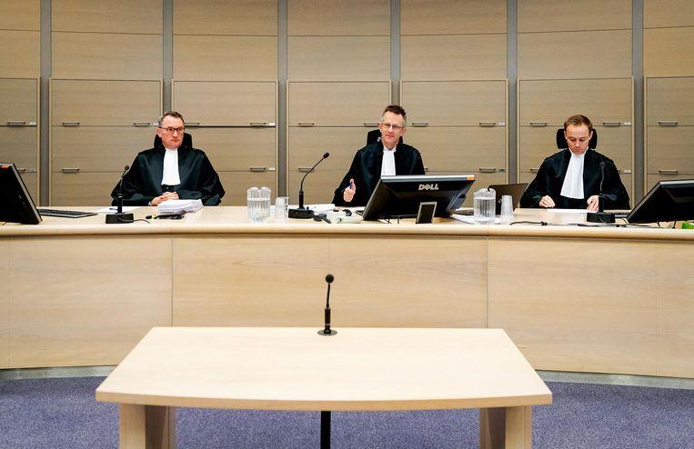 Rechters K. Baggerman, J. Bade en J.de Lange in de rechtbank Rotterdam voor begin van proces over corruptie bij de aanschaf van duizenden dienstauto's door de overheid. Beeld ANP