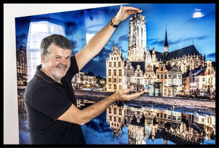 'Mijn boek 'Samen leven' is het meest verkochte Vlaamse boek in Duitsland: de overheid heeft het daar uitgedeeld aan alle ambtenaren die met inburgering bezig zijn.' Beeld