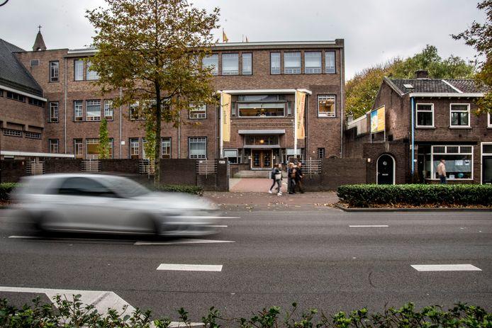 De Noordhoekring tweerichtingsverkeer? Dan moeten ook het Odulphuslyceum en basisschool De Elzen daarover worden gehoord.